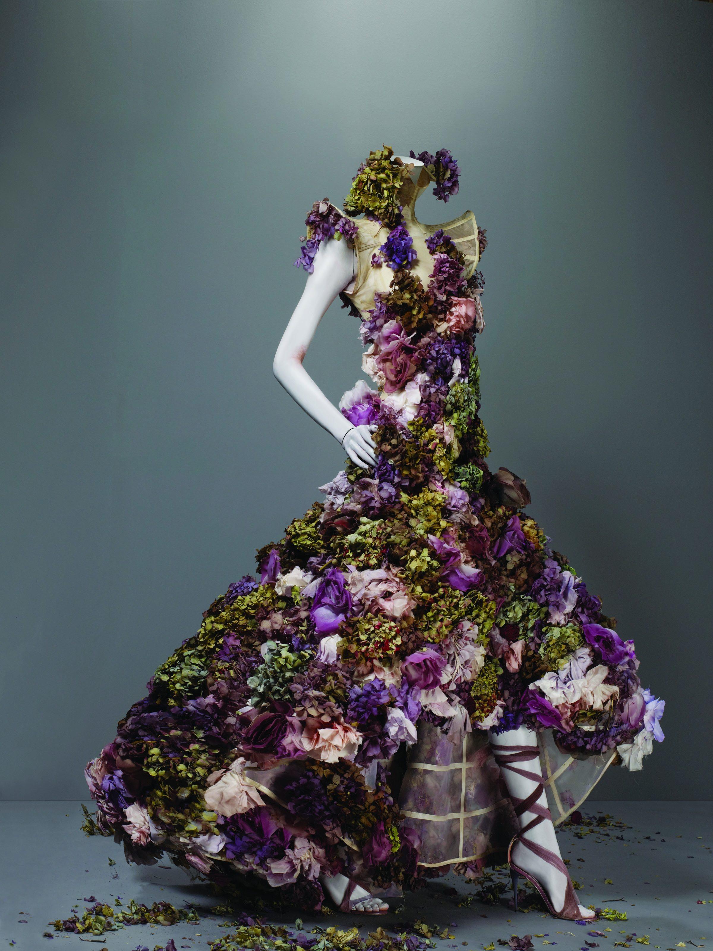 a8cfc0ccfd5d Alexander McQueen - Sarabande Flowers