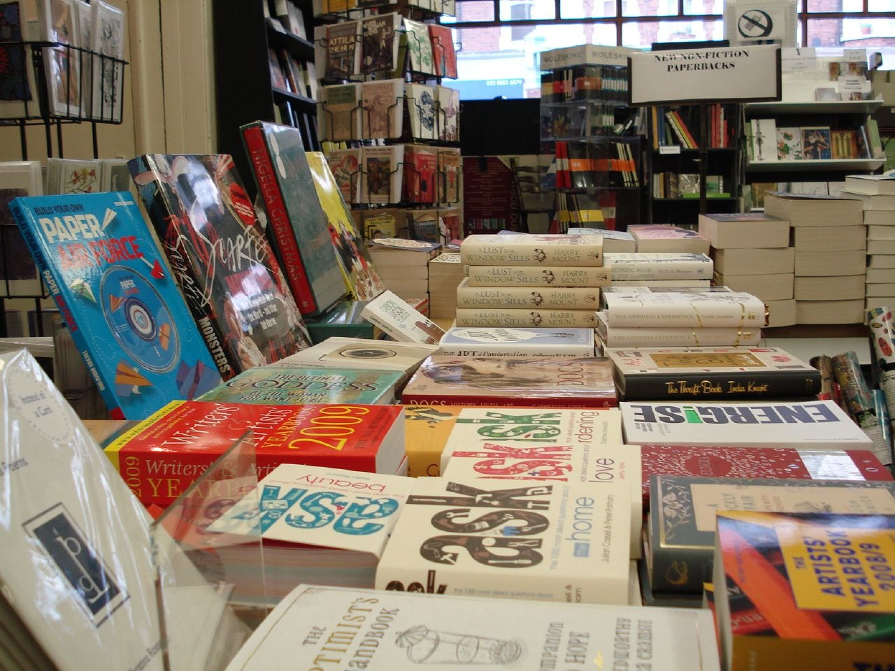 Inside-Muswell-Hill-Bookshop