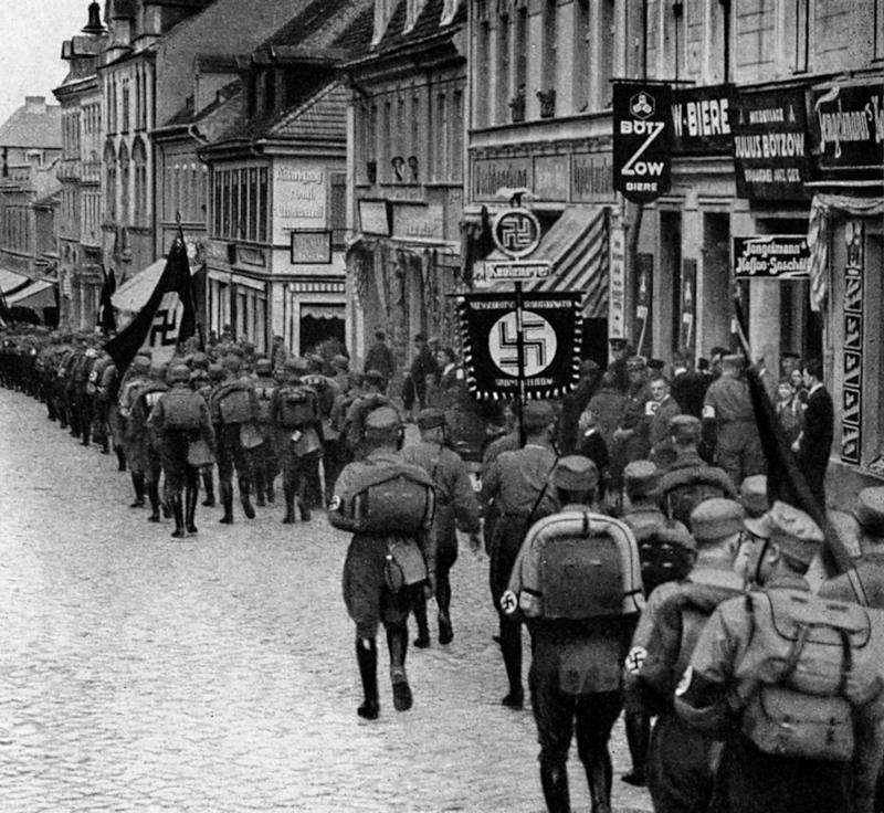 SA propaganda march on the outskirts of Berlin (c.1928)