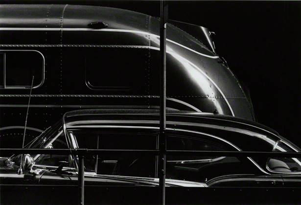 Chicago, negative, 1958; printed later, Ray K. Metzker. Gelatin silver print, 5 3/4 x 8 3/4 in. The Nelson-Atkins Museum of Art, Gift of the Hall Family Foundation, 2009.6.15. © Ray K. Metzker